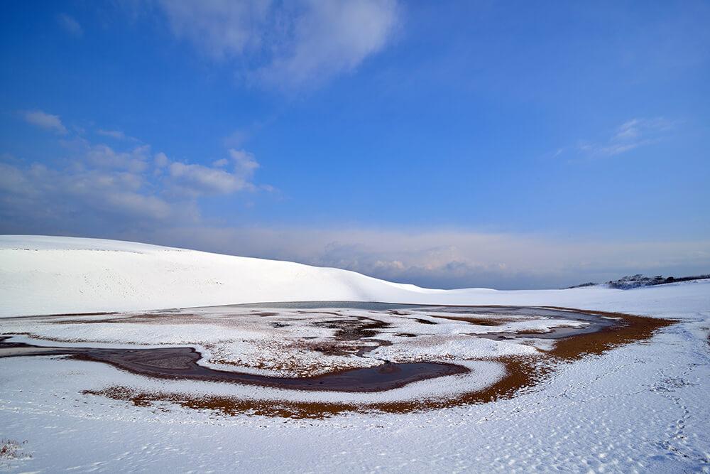 雪に覆われた鳥取砂丘